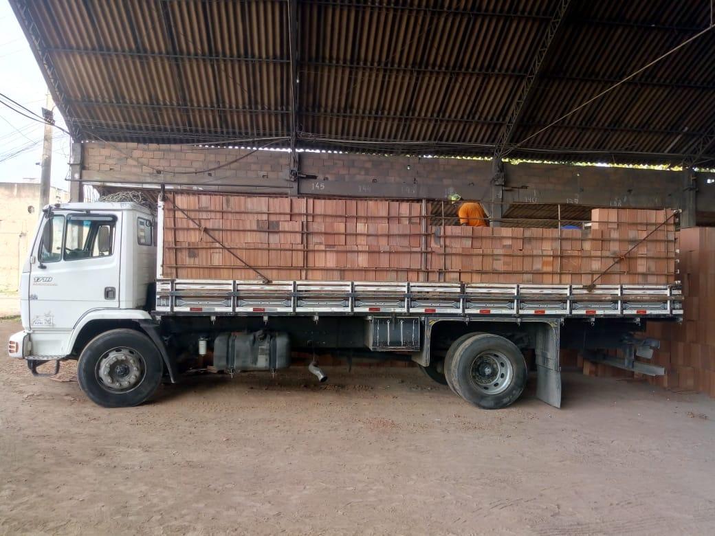 Quanto custa um caminhão de tijolos